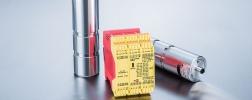 Foto van twee load pins van roestvrij staal